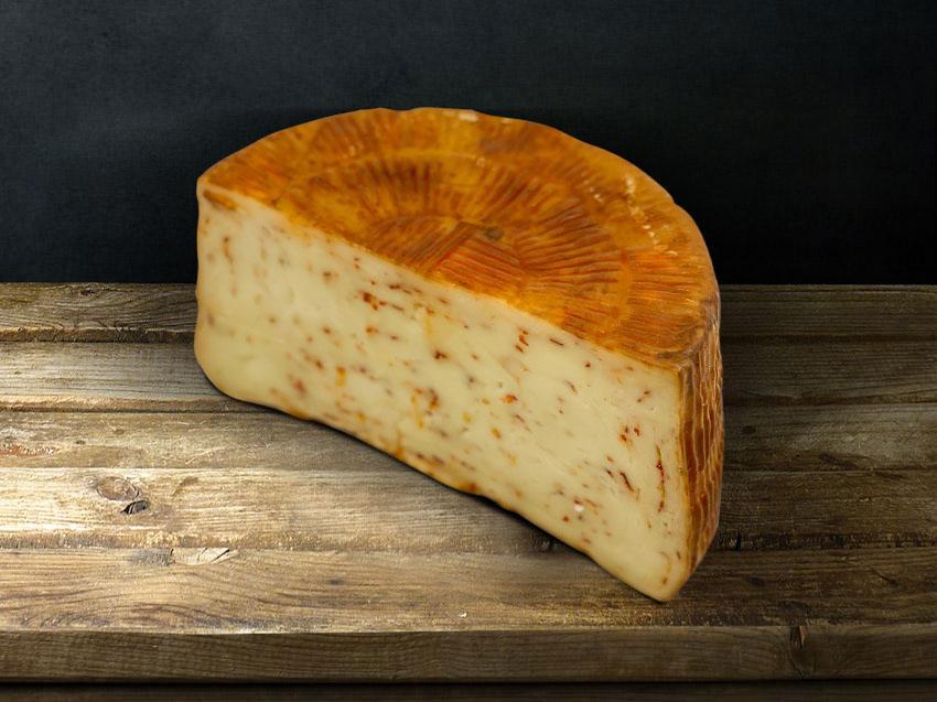 Τυρί Ημίσκληρο με Καυτερή Πιπεριά Καπνιστό